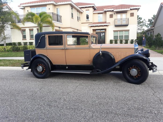 1930 Pierce-Arrow Club Sedan Model B