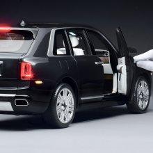 Rolls shrinks big SUV into 1:8 scale model