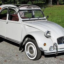 Pick of the Day: 1966 Citroen 2CV, an elegant solution to simple driving