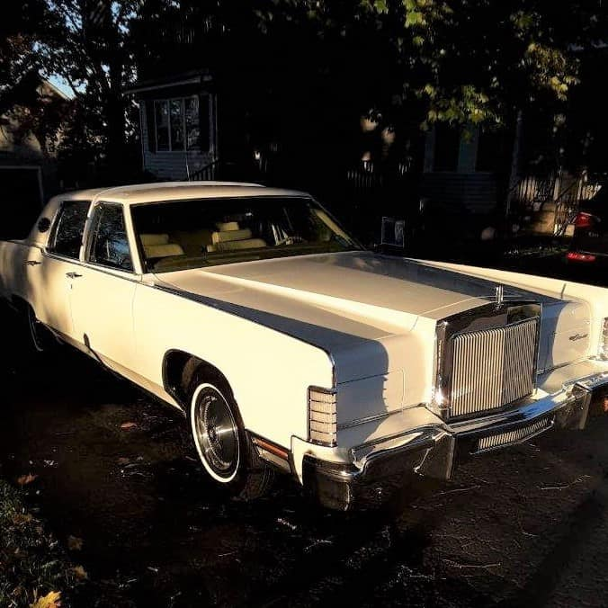 1978 Lincoln Town Car in white