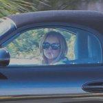 lindsay-lohan-smokes-while-driving-a-porsche-28381_1