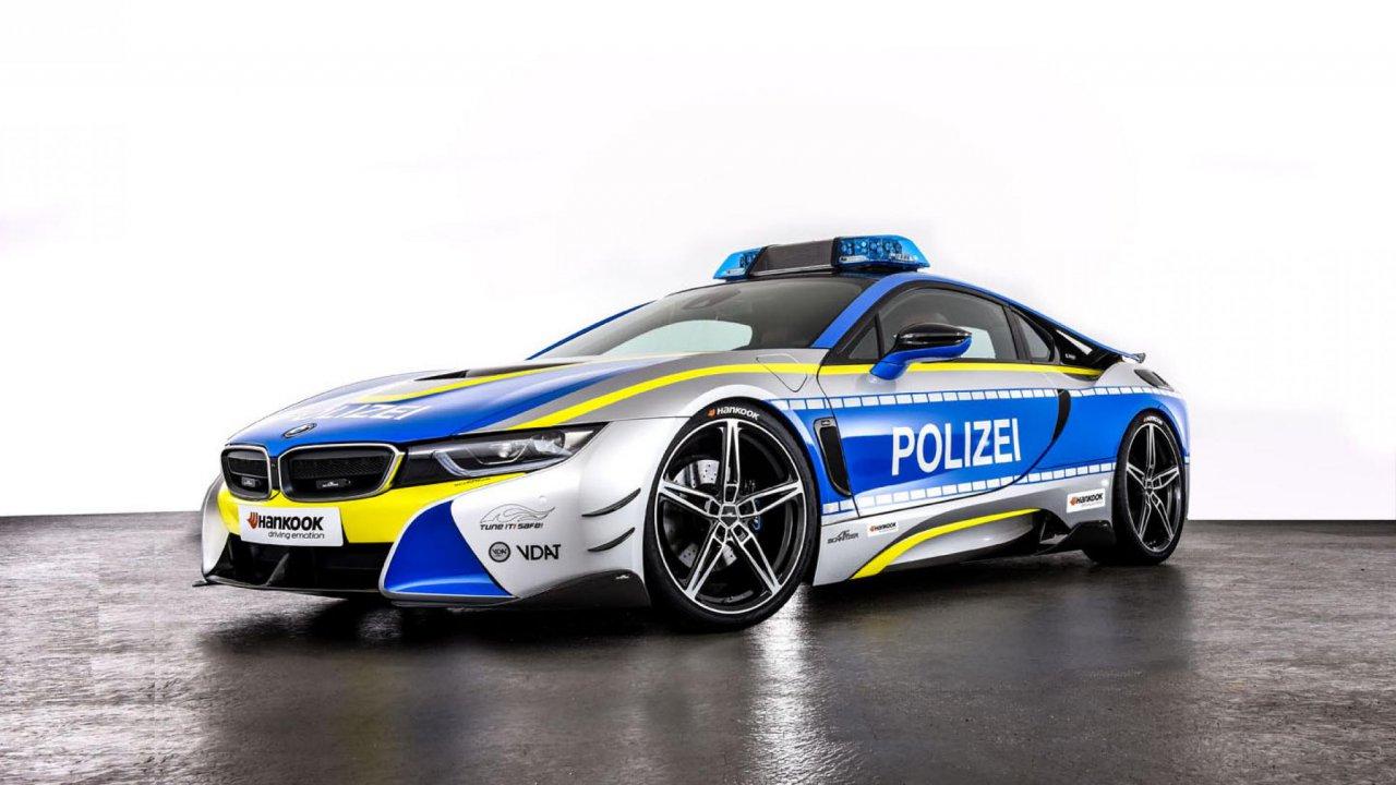 BMW i8 – Germany  cop car
