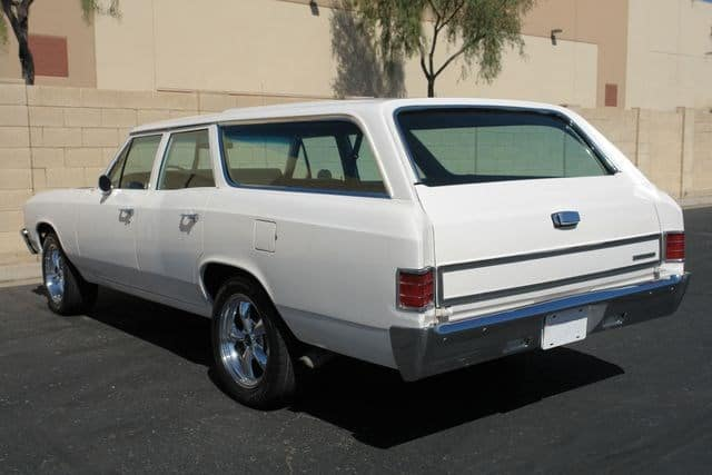 1967 Chevy Chevelle 300 Deluxe Wagon 4-speed rear