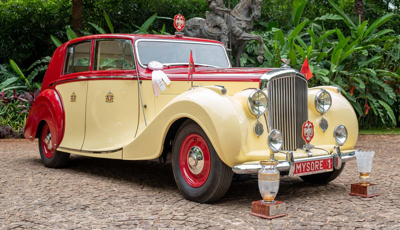 1949 Bentley Mk VI Light Touring Saloon by Hooper