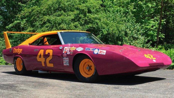 1969-dodge-charger-daytona-nascar-photo-by-mecum-auctions_100794728_l