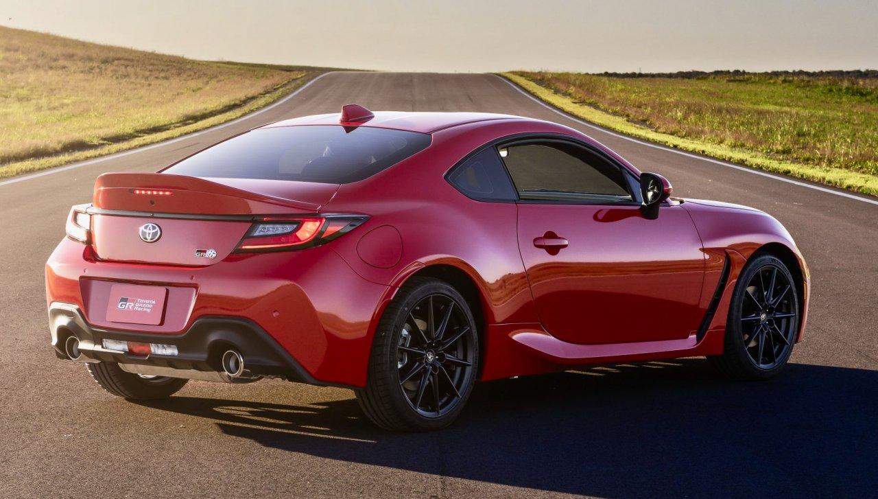 """""""Toyota"""" siūlo didelio našumo vairavimo mokymą su 2022 GR 86"""
