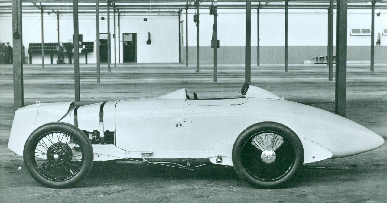 """SU karbiuratorius """"Triple Ton Minor"""", automobilis, kurį prisiminė 100 mylių per valandą / 100 mylių, """"ClassicCars.com Journal"""""""