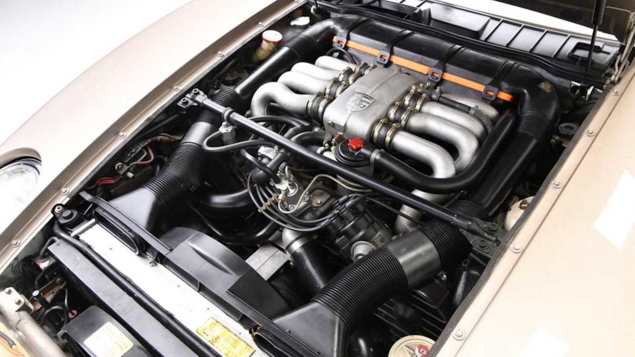 """Porsche 928 from """"Risky Business"""""""