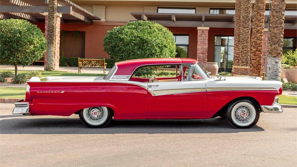 "1957 m. ""Ford Fairlane 500 Skyliner"", ""AutoHunter"""