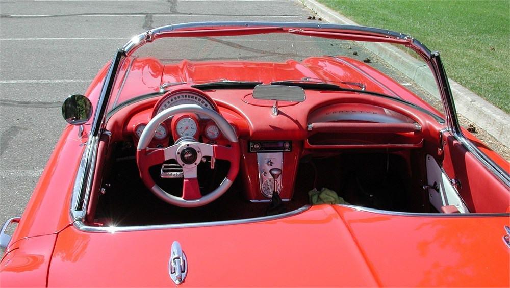 """1961 m. """"Chevrolet Corvette"""""""