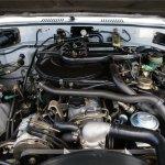 1985-Toyota-Land-Cruiser-FJ60-engine