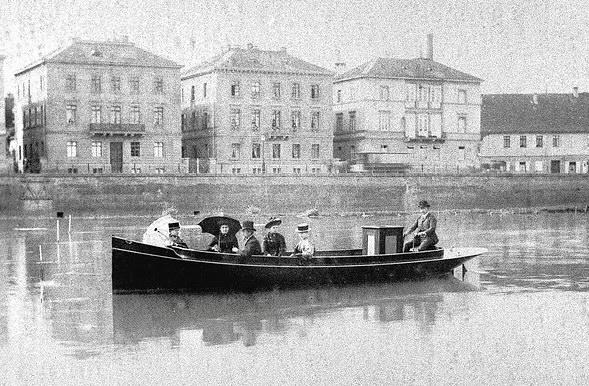 Daimler motorboat