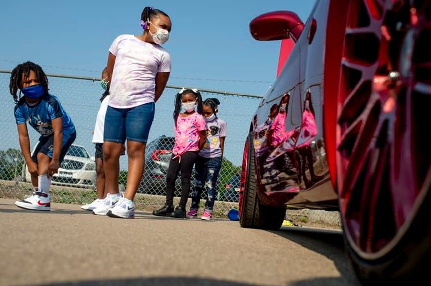 classic cars, Classic cars welcome Flint elementary students back to school, ClassicCars.com Journal