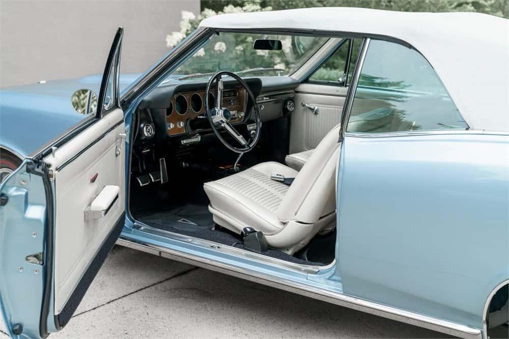 1966 Pontiac GTO convertible  interior